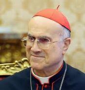 Mesmo com seus limites, Cardeal Bertone é homem de confiança de Bento XVI
